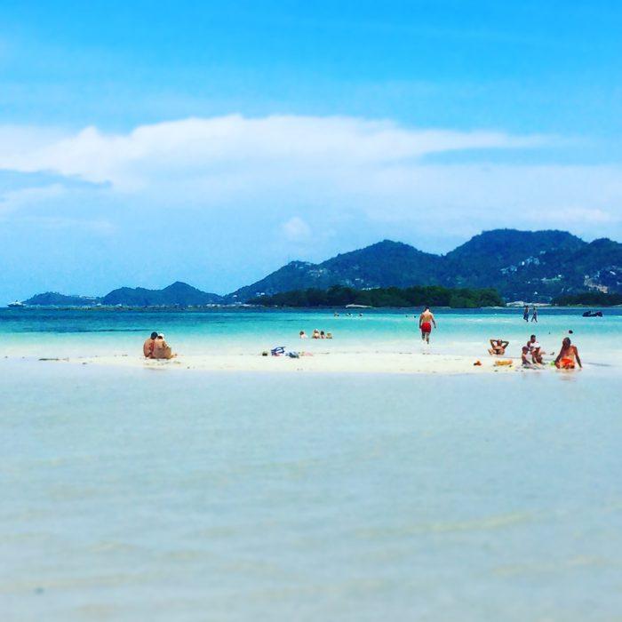 限りなく遠浅のChaweng Beach とKaffir Limeの葉の素揚げ @ サムイ島