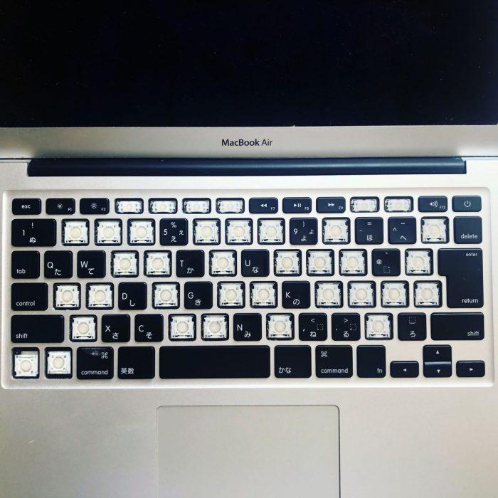 MacBook Air を分解、クリーニングする方法